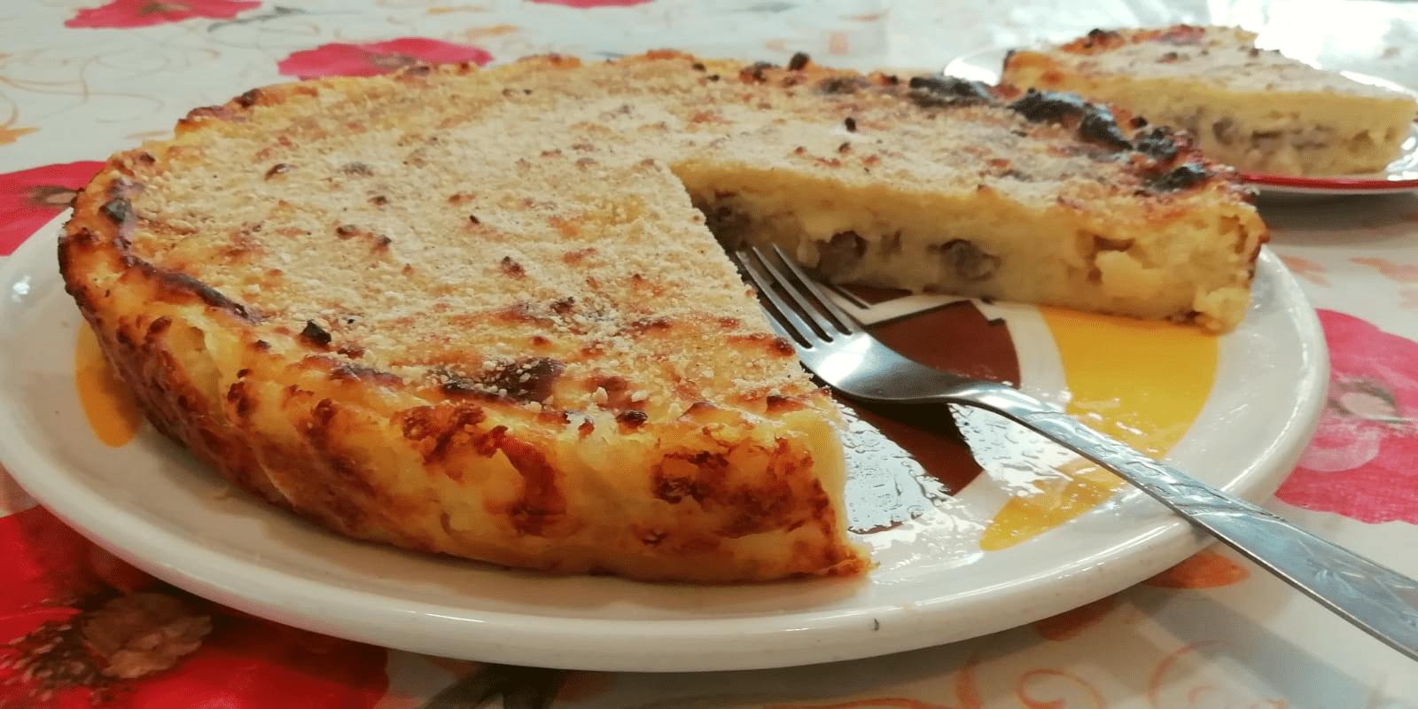 Tartă cu Cartofi și Cârnați la Cuptor