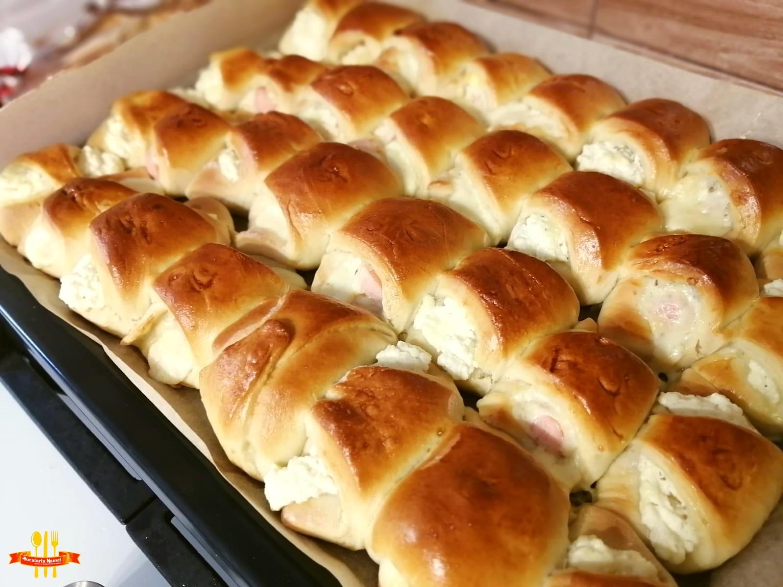 Pateuri cu Brânză și Crenvurști