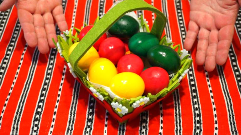 2 - Ouă Vopsite pentru Paște