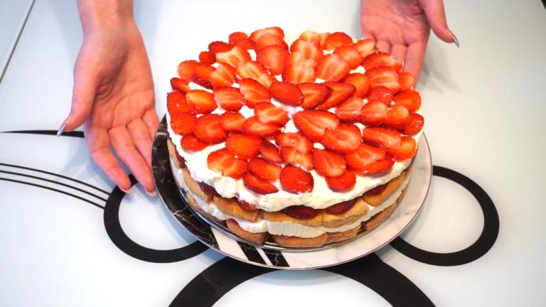 4 - Prăjitură Tiramisù cu Căpșuni